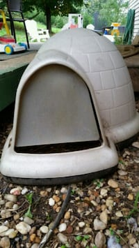 dog igloo house Auburn, 17922