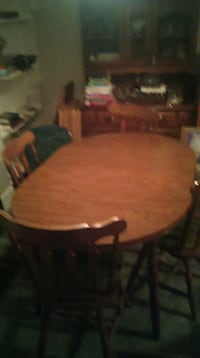 Nice table and chairs with leaf very nice conditio Tipton, 46072