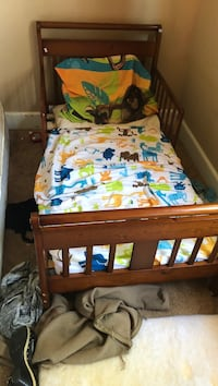 Toddler bed barely used. I only have a mini mattress and use pillows  Lincoln, 95648