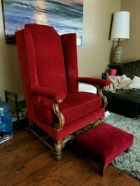 Queen chair with foot rest