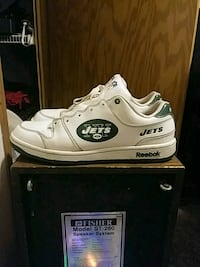 pair of white-and-green Reebok Jets sneakers Burton, 48509