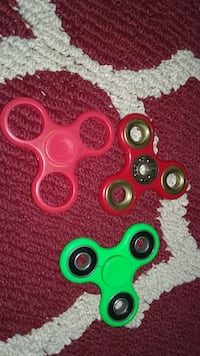 3 spinners things Moncton, E1A 3A1