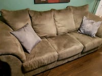 Green Couch and Loveseat Set Maple Ridge, V2X 0T2