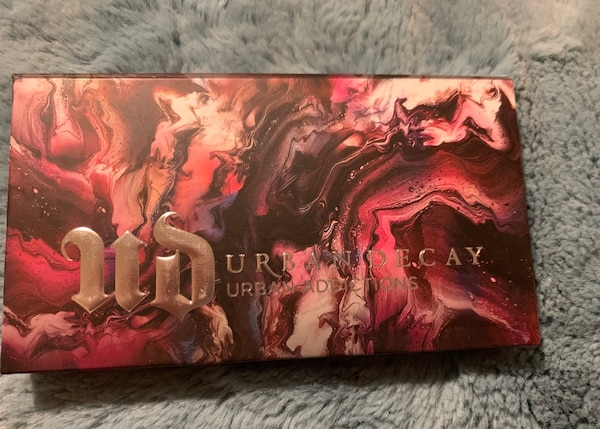 Urban decay eyeshadow palette ee37a3cf-ed7a-42a6-9393-5be6a6c072a3