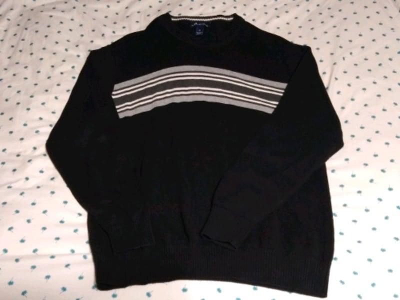 Men's sweaters size medium 41e34b98-a0b4-424e-bf07-22b3c21f503c