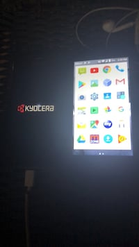 2 Android phones  kyocera & Zte Clinton, 20735