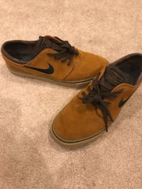 Like brand new size 10 Nike Janoski FAIRFAX
