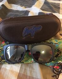 Maui Jim wayfarer sunglasses with case brand new Nanaimo, V9R 3N8