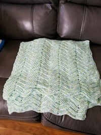 white and green knitted textile Bensenville, 60106
