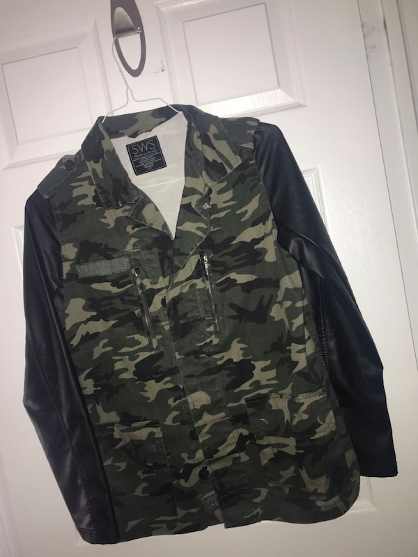 Army jacket with leather like sleeves