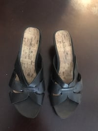 New black open-tow wedges 8 Henderson, 89014