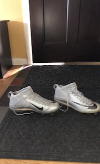 Mike trout high metal cleats only worn once size 9 Hasbrouck Heights, 07604