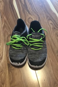 Kids running shoes- size 4 Mississauga, L4Z