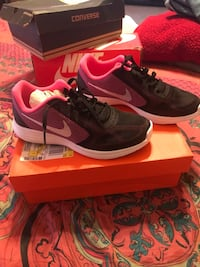 pair of black Nike low-top sneakers with box Dumfries, 22026