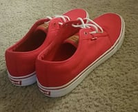 red and white levi's low top sneakers Columbus, 43213