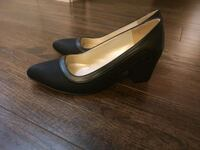 pair of black leather platform pumps Pitt Meadows, V3Y 0E9