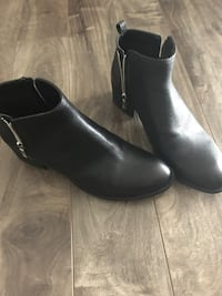 pair of black leather side zip boots Woodstock, N4T 7V9