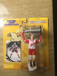 Steve Yzerman Detroit Red Wings Starting Line up 1998 Edition. Never opened.  Selling for $20 London, N6E 1Z9