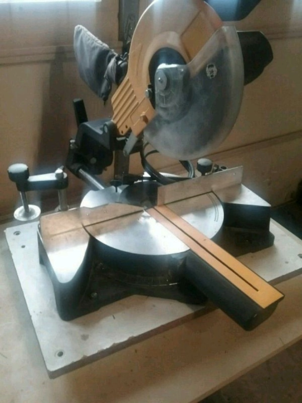 """9"""" Sliding Compound Miter Saw. Works perfectly."""