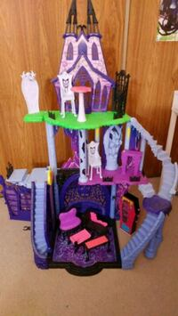purple, pink, and green plastic castle toy Mississauga, L5N 3J6
