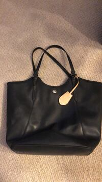 Black leather 2-way handbag Milton, L9T 2Z2