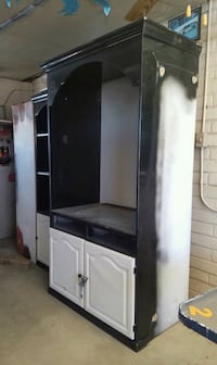 Hi selling Entertainment center good condition and Parlier, 93648