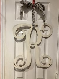 """Large White Wooden Letter """"R"""" with Ribbon Cibolo, 78108"""