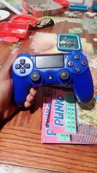 Blue PS4 controller  Columbia, 21044