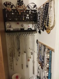 Necklaces and earrings and tons more to choose fro Catoosa, 74015
