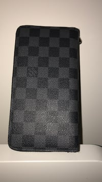 Lou's Vuitton ZIP wallet brand new  Mississauga, L5B