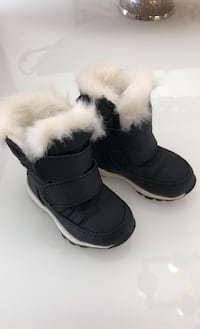Sorel black baby snow boots size 4