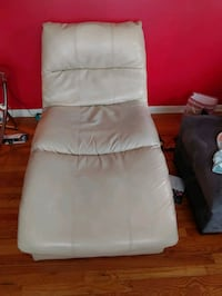Chaise and Ottoman Des Moines, 50317