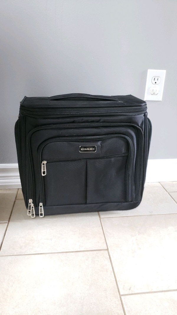 Carry on luggage bag new e4a83681-2a69-4181-8147-5d117370be05