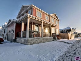 AIRDRIE DETACHED CORNER HOME