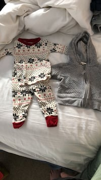 baby boy burts bees pajamas and hoodie 3 month Chicago, 60657