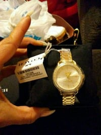 round gold-colored analog watch with link bracelet Los Angeles, 90044