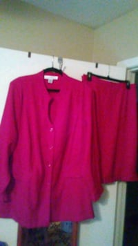 Red 2 piece plus sz suit - clean and in very good  Arlington, 76011