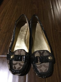 Coach Loafer/Driver Shoe (Size 6)