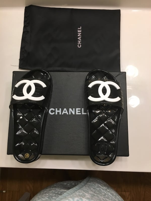 Chanel slides size7 for women  1f200310-c87f-4a16-ad07-029e20b657c6
