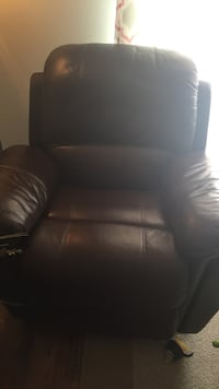 brown leather recliner Laval, H7S 2L2