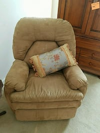 brown fabric recliner sofa chair Woodbridge, 22191