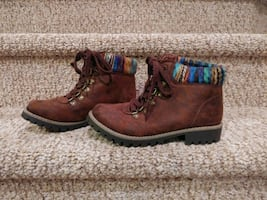 New Women's Size 6.5 Casual or Hiking Boots
