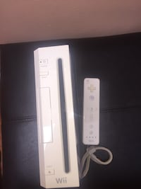 NINTENDO WII WITH 2 GAMES!! Toronto, M1N 2C8
