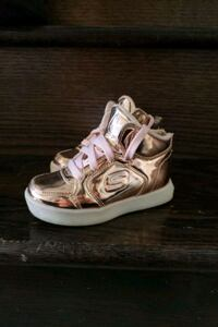 Kids skechers rose gold and pink light up shoes  Brampton