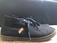 Vans size 7 in womens Carson, 90745