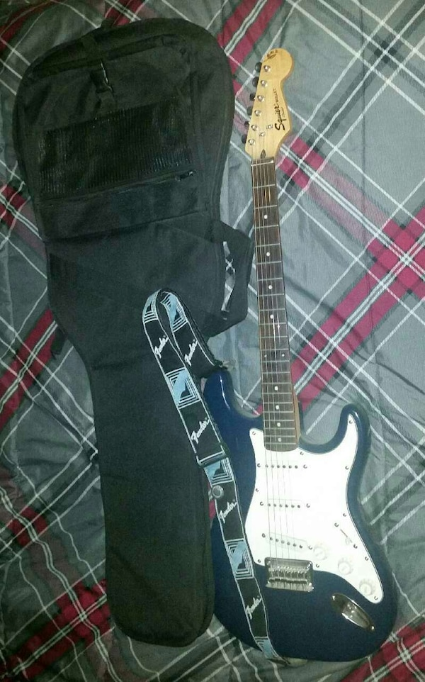 03 FINDER SQUIER BULLET ELECTRIC GUITAR WITH CASE