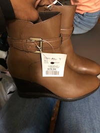 $50 brand new ankle wedge fall boot London, N5Y 1V1