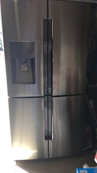 Top fridge not freezing anymore,I'm not sure why.Freezer works perfect and in use currently.Make a reasonable offer and it yours  Simpsonville, 29681
