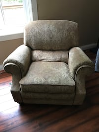 Robb & Stuckey Recliner Pataskala, 43062