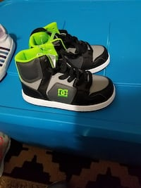 Boys dc shoes size 10